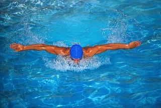 Плавание - прекрасный вариант кардио-упражнений